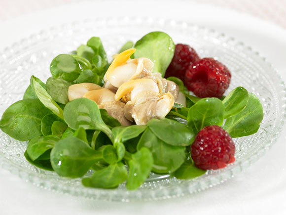 Cockles<br />in red fruits salad
