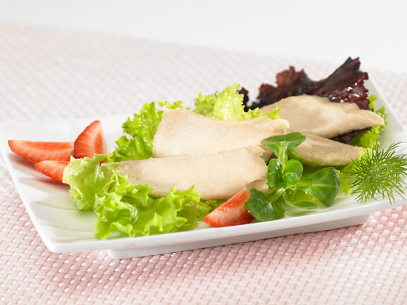 Bonito fillet and strawerry salad