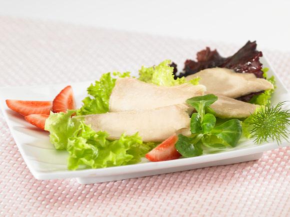 Bonito fillet and strawerry salad
