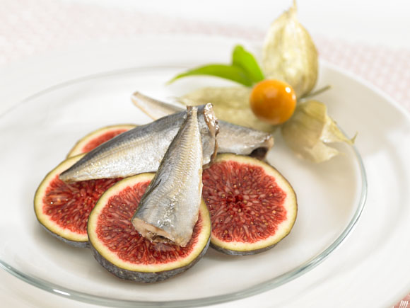 Horse mackerel with hig and physalis