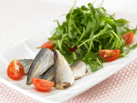 Horse mackerel with cherry tomato and arugula