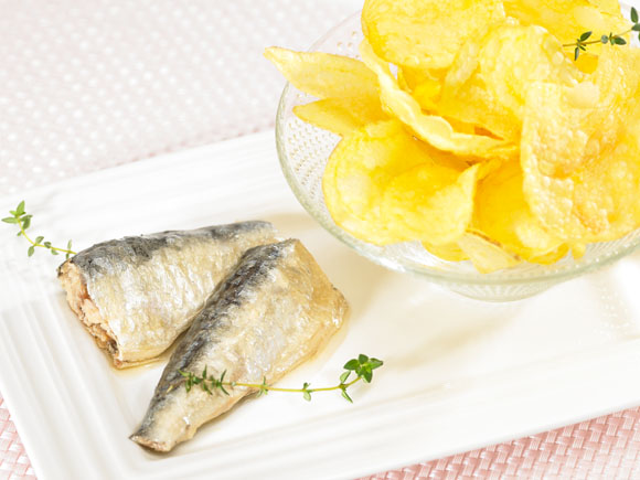 Sardinas y chips