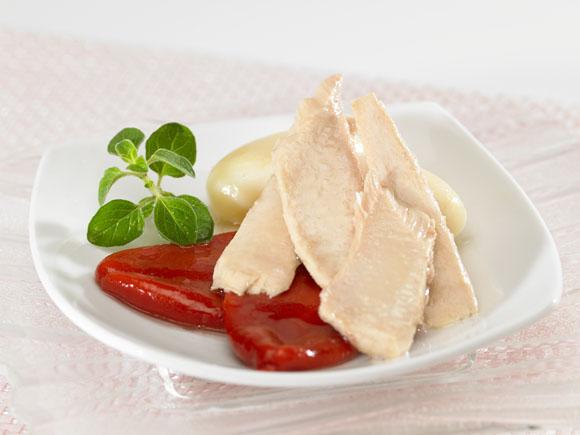 Ventresca de bonito con pimientos del piquillo y patatas